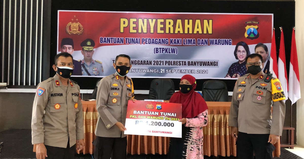 Polresta Banyuwangi Menyerahkan Bantuan Tunai Kepada PKL dan Warung (BTPKLW)
